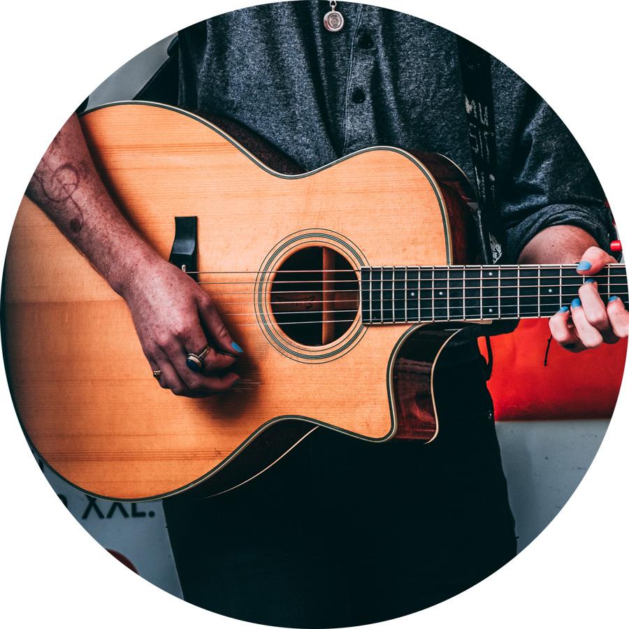 Westerngitarre als Instrument lernen: School of Music Kulmbach